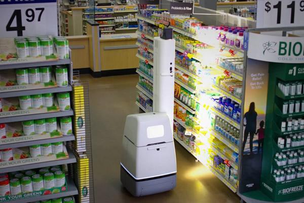 Um robo trabalhando em uma loja Walmart